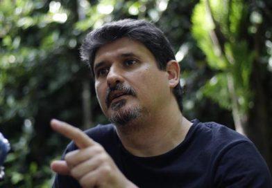 Periodista salvadoreño denuncia un asalto armado y señala al Gobierno